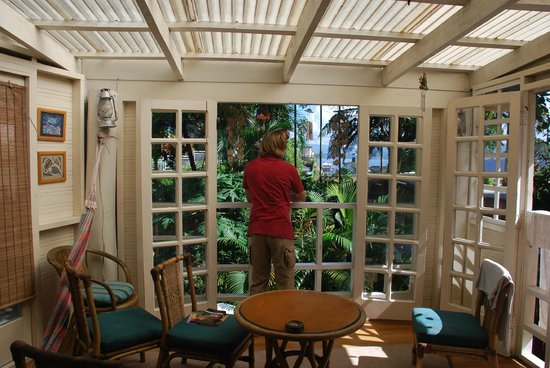 Colonial Lodge Bed & Breakfast: Verandah