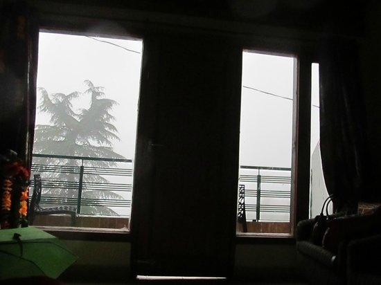 Mongas, Hotel & Resort!: Foggy Outside Room