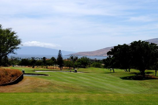 Maui Nui Golf Club : wide open but challenging