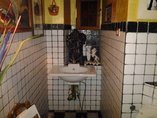 Edoardo II : toilets is quaint