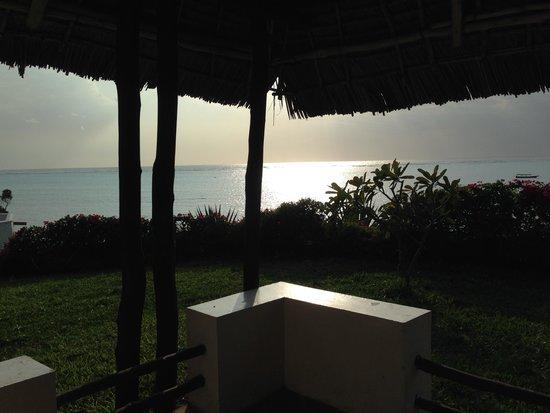Karafuu Beach Resort and Spa : Tidlig morgen på terassen.