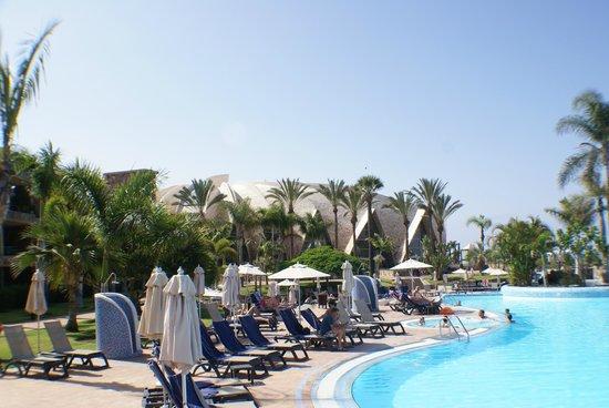 H10 Playa Meloneras Palace: Around the pool