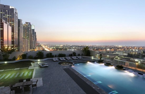 Millennium Plaza Hotel Dubai: Swimming Pool