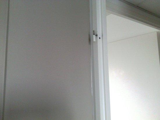 """Residhome Roissy Village: la """"porte"""" de la chambre..."""