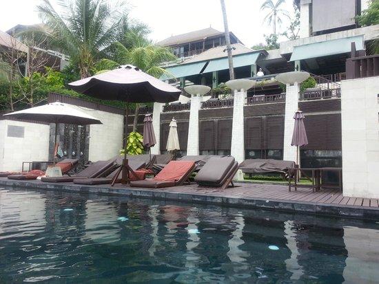 The Kala Samui: The area around the pool