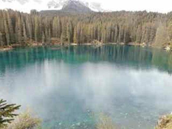 Lago di Carezza: Main view of the lake