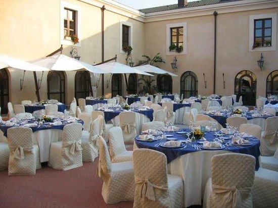 Baglio Conca d'Oro: Piazzetta Sabucia (Banchetti fino a 250 persone)