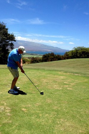 Kahili Golf Course: hit it into the ocean!