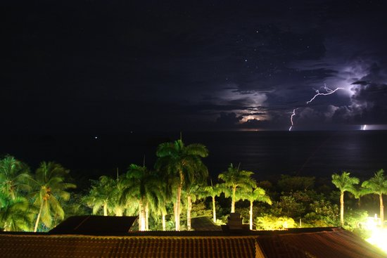Parador Resort and Spa: Night view from the balcony