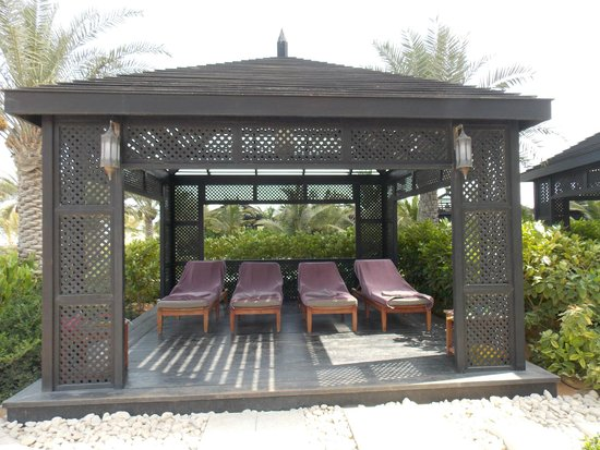 Waldorf Astoria Ras Al Khaimah: Cabana in the pool area