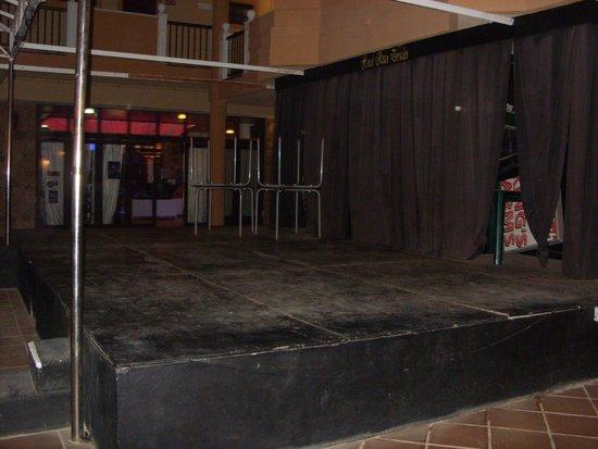 Ereza Dorado Suites Hotel : Derelict entertainment area