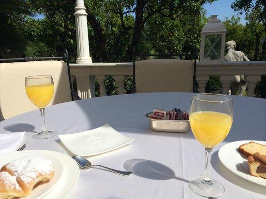 La Medusa Hotel & BoutiqueSpa : petit dej sur terrasse du restaurant