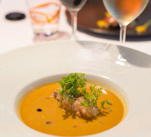L'Essentiel : Bisque de homard froid, homard et cassis