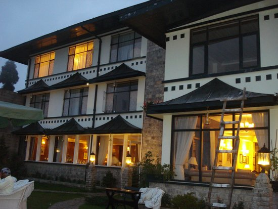 The Elgin Mount Pandim, Pelling: View of the hotel at night