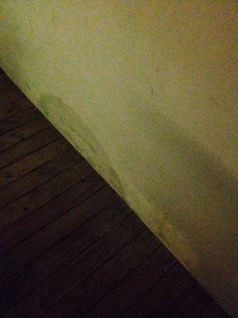 B-Lay Tong Phuket: water damage shower room
