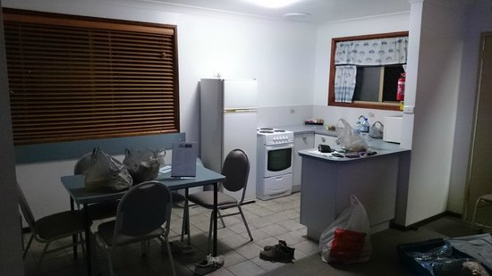 Park Beach Resort Motel : Kitchen and dining area