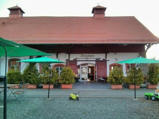 Brauhaus Obermuhle: Vous pouvez dîner l'été à l'extérieur...