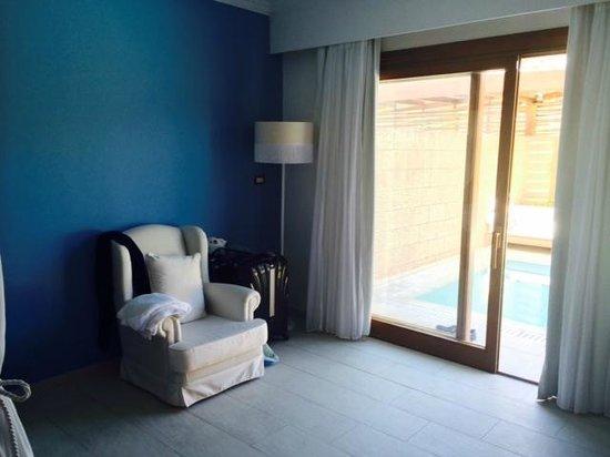 Lindian Village: room 723