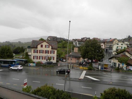 Hotel de Chailly: Автобусная остановка рядом