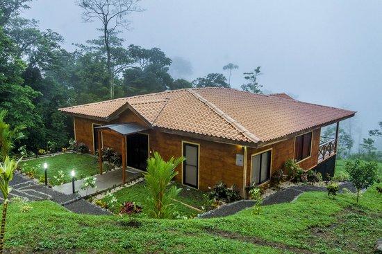 GreenLagoon Wellbeing Resort: Villa 13 Grounds