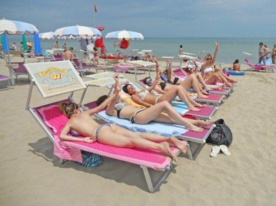 La Spiaggia delle Donne: La nostra Spiaggia delle Donne così chiamata perchè gestita dal 1946 da Donne La Bagnina Daniela