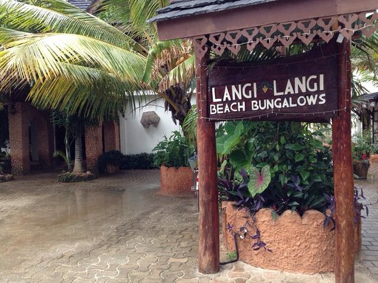 Langi Langi Beach Bungalows: Eingang