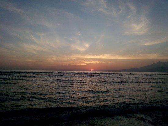 Windy Bungalows: Sunrise on Gili.