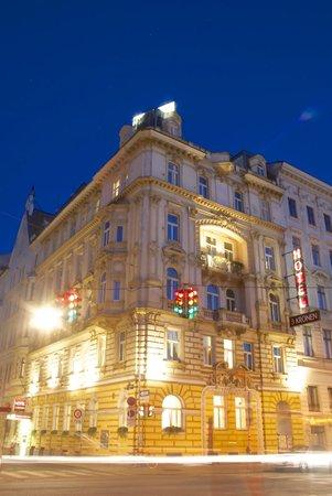 Hotel Drei Kronen: Hotel Nachtansicht