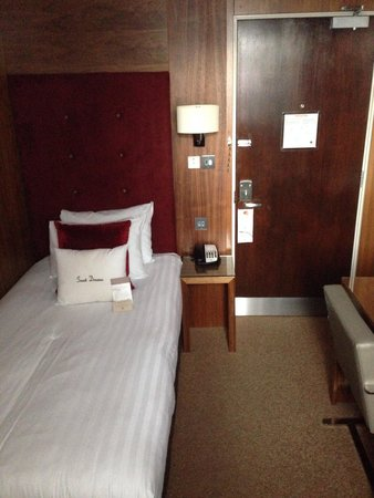 DoubleTree by Hilton Hotel London - West End: Room 646 - little more than a broom cupboard.