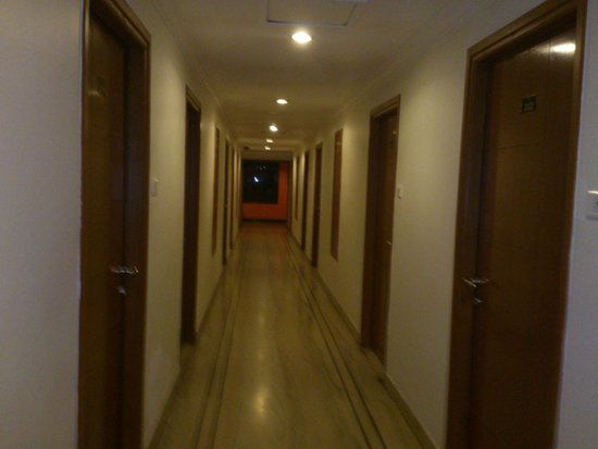 Clouds Valley Leisure Hotel: Hotel corridor