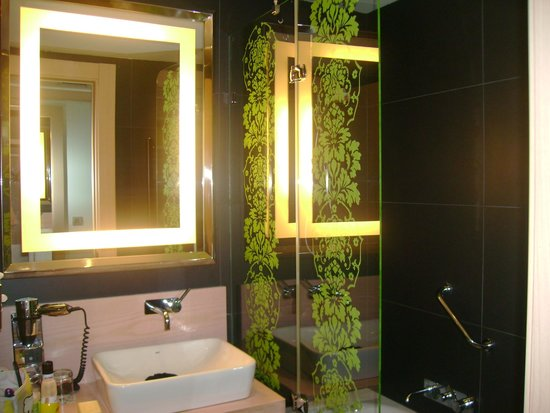 Double Tree Hilton  Hotel Girona : baño