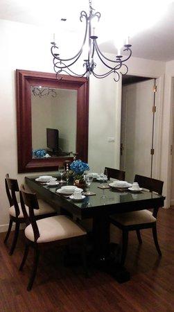 Rongratana Executive Residence: Dining room