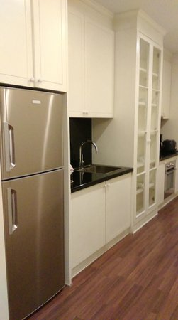 Rongratana Executive Residence: Kitchen