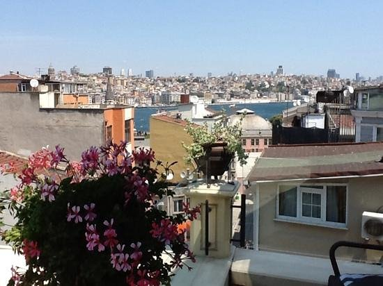 Neorion Hotel: From balcony - view to Golden Horn/Galata area