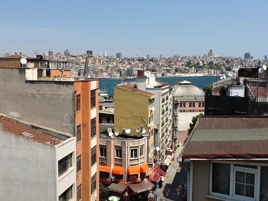 Neorion Hotel: Another photo from balcony to Golden Horn