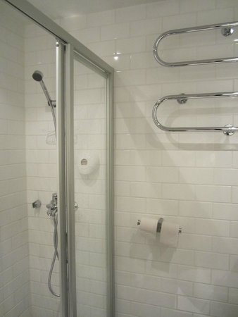 Hotel Helka: 샤워부스