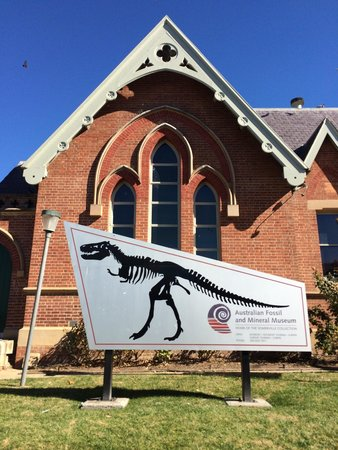 Australian Fossil and Mineral Museum: Taken out the front of the museum