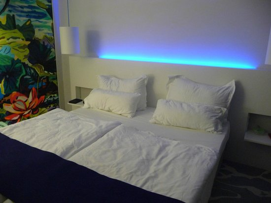 art'otel cologne : the bed