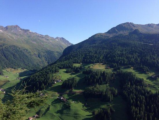 Berghotel Alpenrast: Paesaggio riva de Tures