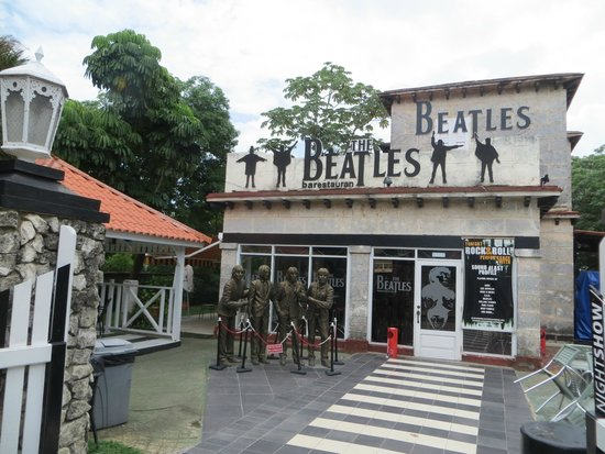 Hotel Roc Arenas Doradas: Beatles Restaurant, live cover band plays during weekend