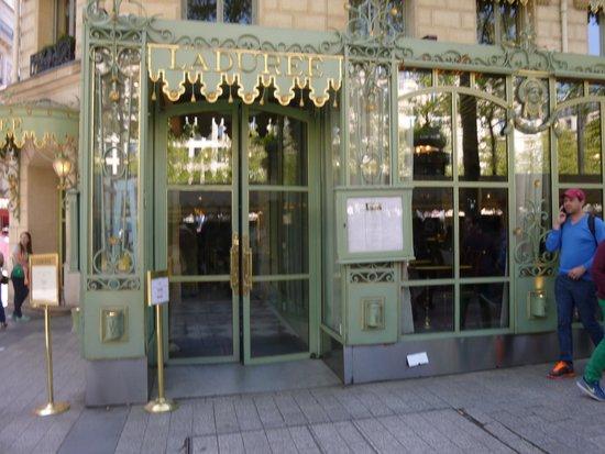 Ladurée Paris Bonaparte : 店舗外観