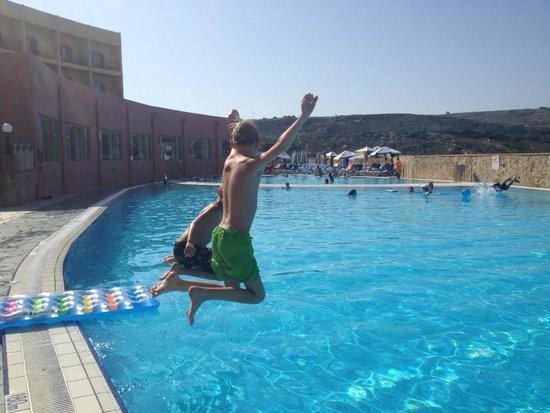Paradise Bay Resort Hotel : Her ved den ene og største pool. Udformet som en fisk.