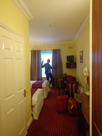 Ripley Court Hotel : chambre spacieuse