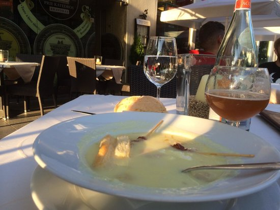 Prie Katedros: Potato-soup with crispy bacon and a wonderful Indian pale ale