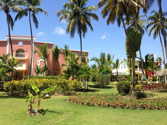 Grand Palladium Bavaro Suites Resort & Spa: Garten ,einfach wunderschön ...