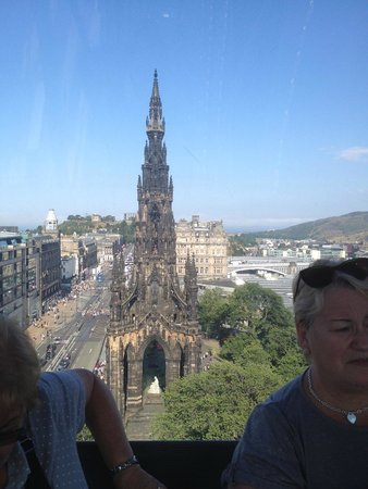 The Old Waverley Hotel : Monument opposite hotel (from big wheel)