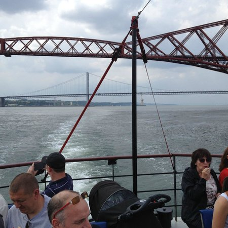 The Old Waverley Hotel: Boat tour under bridges
