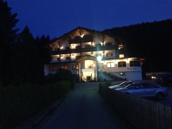 Green Lake Hotel Weiher: Veduta serale dell'hotel