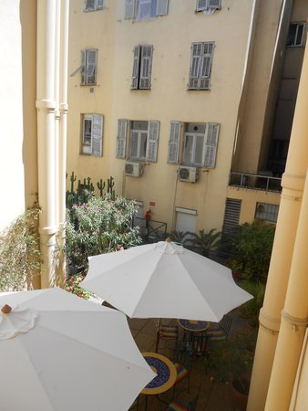 Hotel de Flore by HappyCulture: View form window room 219