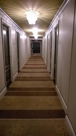 Omni Berkshire Place: couloir